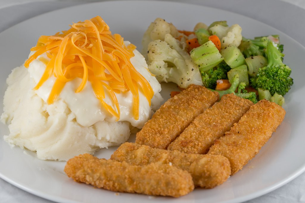 Fish fingers, mash with white sauce and vegetables - 1DX